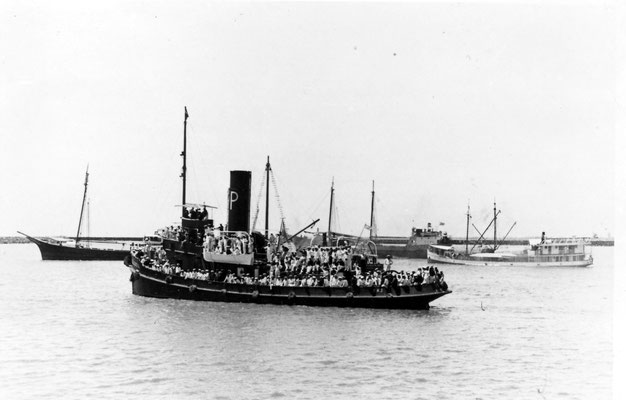 "Schlepper ""Coloso"" mit Langsdorff an Bord."