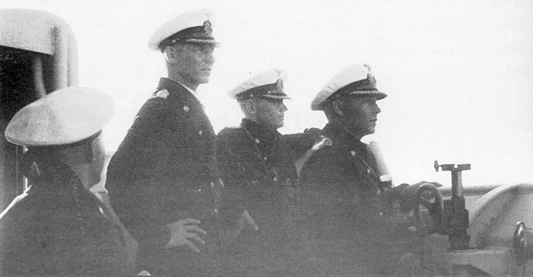 Wattenberg, Langsdorff, Ascher - auf  der Vormarsplattform.