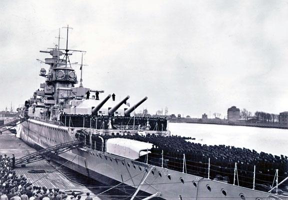 """Die Indienststellung am """"Alaska-Kai"""" in Wilhelmshaven."""