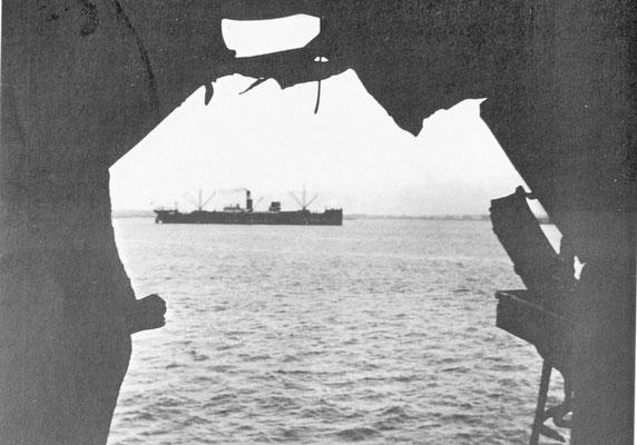 """Die """"Tacoma"""" im Hafen von Montevideo."""