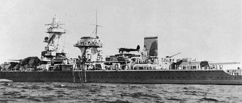 Das Schiff erhielt einen zusätzlichen Schornstein.