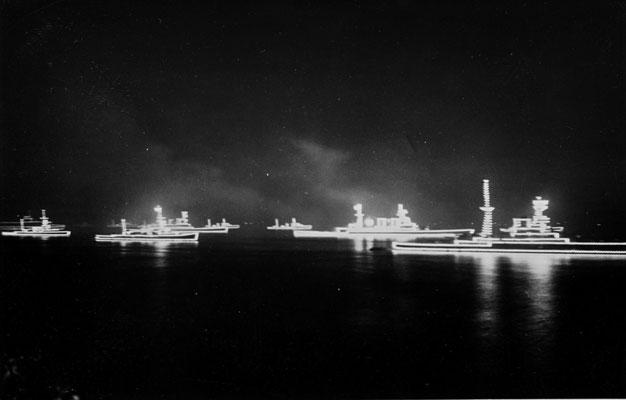 Beleuchtete Schiffe.