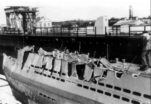 Die Einschnitte, verursacht durch die Flügel der Schiffsschraube.
