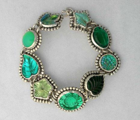 Vintage glass charm bracelet-green
