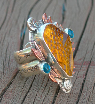 Antique plate ring-amber color
