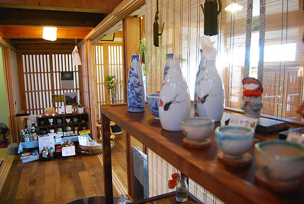 米蔵から出てきた漆器や調度品も飾ってございます