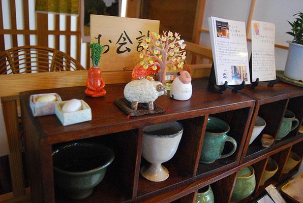 店内に飾ってある陶器は店主の手作り