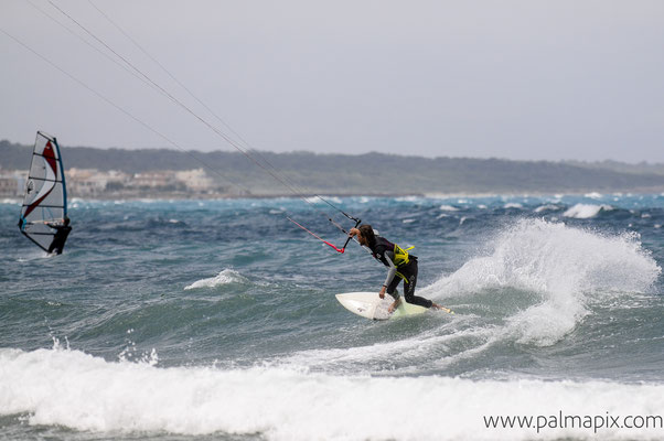 Kiteboarding in waves