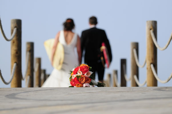 Hang loose - surf wedding