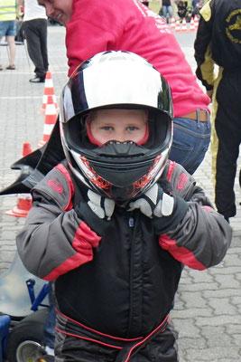 Justin Gensow mit Helm