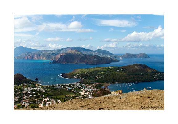 06/09/2012 Vulcano porto e Lipari dalla sommità