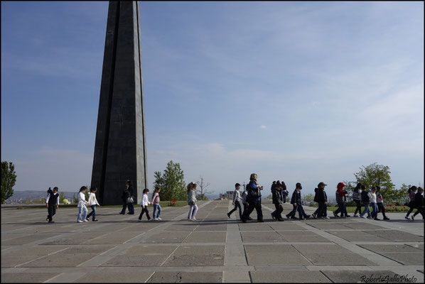 Una scolaresca al Memoriale del Genocidio
