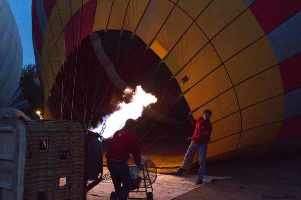 Preparazione della mongolfiera