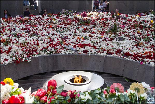 Yerevan - memoriale del Genocidio la fiamma perenne