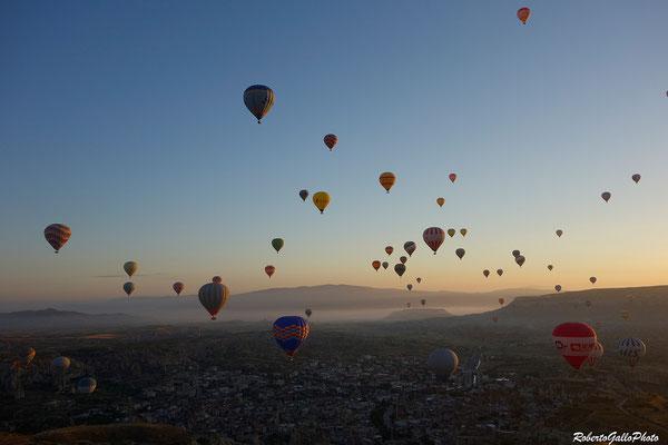 L'alba in Cappadocia