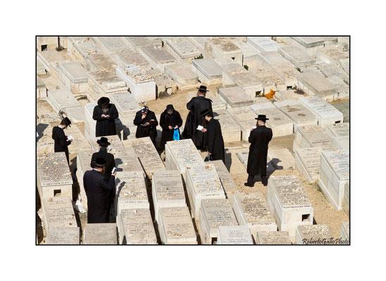 Funzione al cimitero