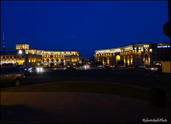 Yerevan in notturna