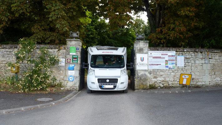 Einfahrt oder Ausfahr zum Camping Chateau d'Ingrandes, passt aber