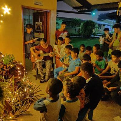 Gemeinsam zu singen gehört zur Weihnachtsnovene dazu.
