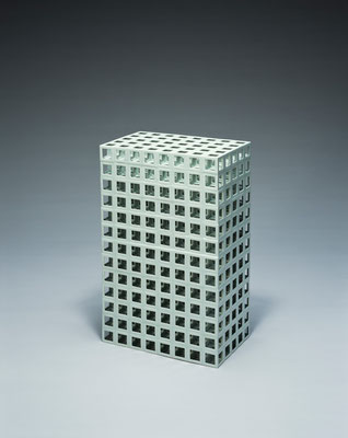 Lattice receptacle‐03(黄金比), 2003, Porcelain, h.57×w.35×d.21.5cm