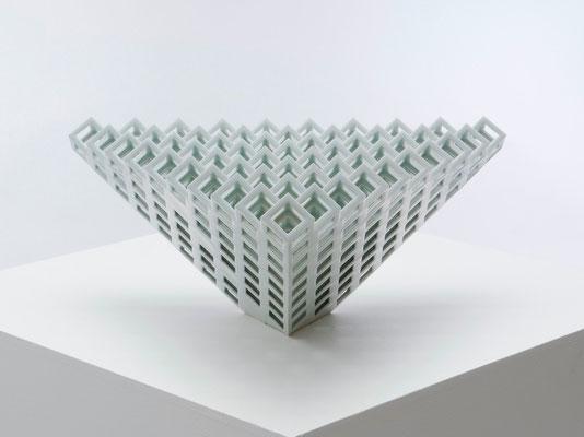 Lattice receptacle‐錐体のスクリーン 2 , 2009, Porcelain, h.25×w.63×d.56㎝
