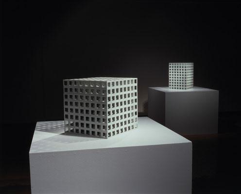 「亀井洋一郎展 磁土の幾何学」世界のタイル博物館 2003