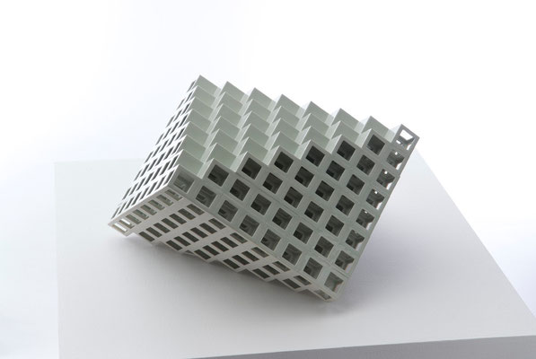 Lattice receptacle‐明暗の境界, 2007, Porcelain, h.26×w.50×d.57㎝