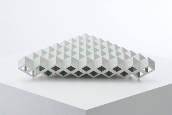 Lattice receptacle‐Shell, 2008, Porcelain, h.11×w.57×d.51㎝