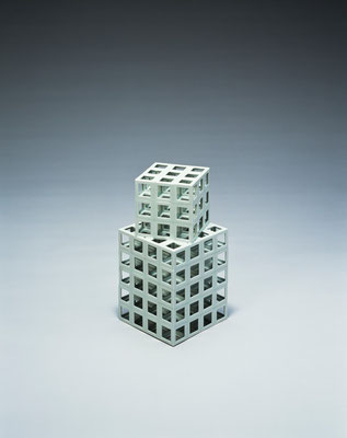 Lattice receptacle 03‐3, 2003, Porcelain, h.35×w.18×d.18cm