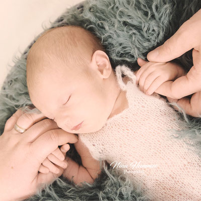 Neugeborenen Fotoshooting / Neugeborenenfotoshooting Köln / Studio Pulheim / Frechen