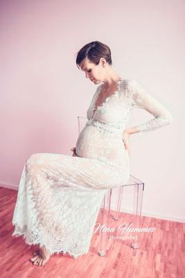 Schwangerschaft Fotoshooting / Schwangerschaftsfotoshooting Köln / Studio Köln