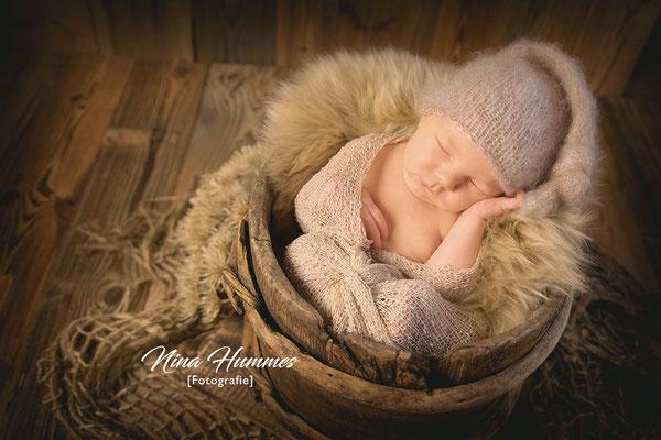 Neugeborenenfotografie in Kerpen , Erftstadt / Shooting / Fotoshooting nach der Geburt