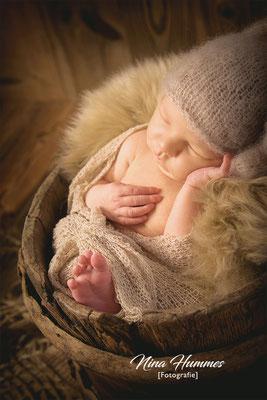 Neugeborenenfotografie in Bedburg , Bergheim , Elsdorf / Shooting / Fotoshooting nach der Geburt
