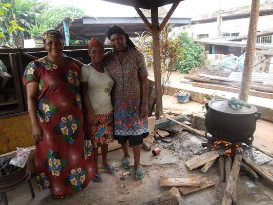 Deze dames bereiden iedere dag de maaltijden.