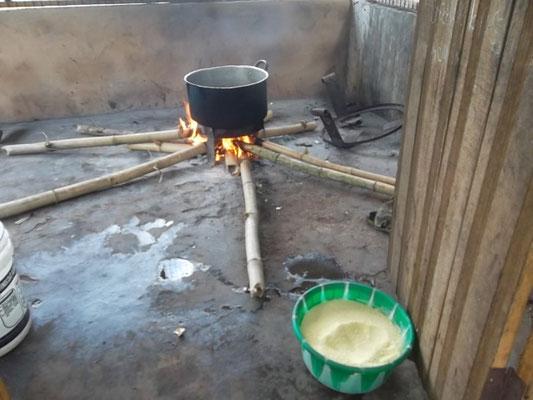 Zo wordt in Ossiomo gekookt.