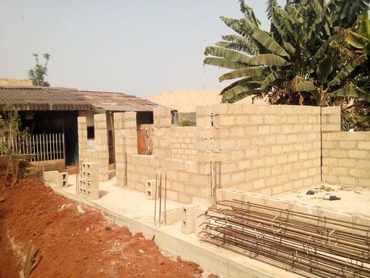 december 2015: De muren voor de keuken worden opgetrokken.