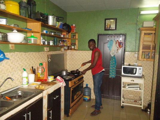Dominique bij Mary in de keuken