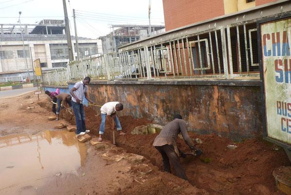 Het begin is gemaakt voor de aanleg van drainage.