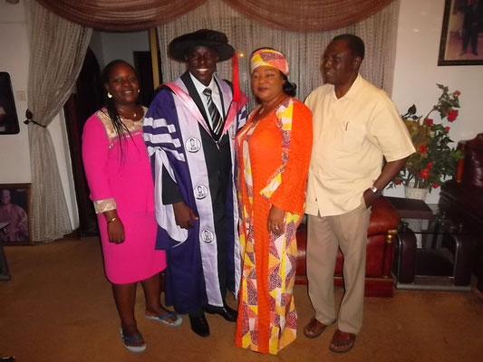 De zoon met Graduation in Filosophy.