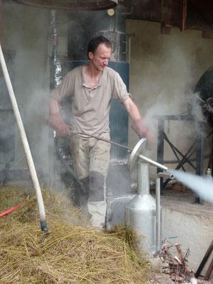 Nettoyage du vase florentin à la vapeur d'eau par Etienne Fournier, Solaure