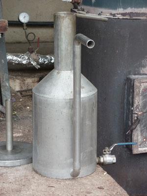 Vase florentin qui permet de recueillir l'hydrolat et l'huile essentielle qui flotte en général sur l'eau florale si sa densité est inférieure à celle de l'eau