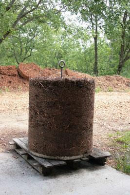 """Ce qui reste de la plante après distillation (la """"bourre"""") peut aussi ressembler à """"ça"""""""