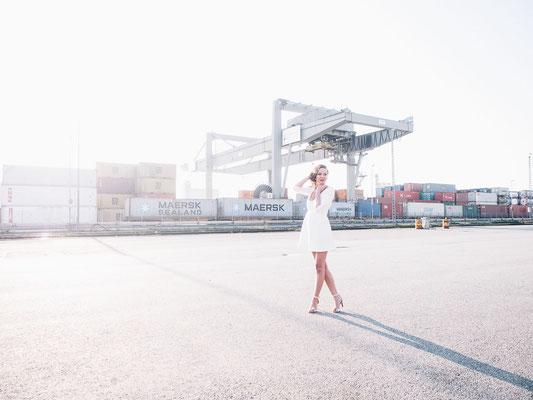 Mannheim, Fotoshooting, Portrait, Container, Kran, Hafen, available Light, Sonne, Gegenlicht, Weitwinkel
