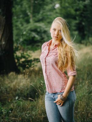 Outdoorshooting, Natur, Wald, Karlsruhe Frau, blond, natürlich, Wind, Haare,