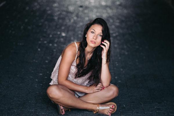 Fotoshooting, Karlsruhe, outdoor Shooting, Model, Lachen, natürliches Portrait,