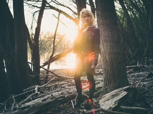 Portrait, Wald, Dezemberelfe, Gegenlicht, Sonne, Rheinauen, Lederjacke, Fotoshooting, Elfe