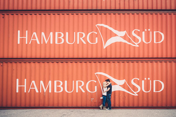 Paar, Fotoshooting, Kuss, Karlsruhe, Hafen, Container, Jeans, available Light, Hamburg,