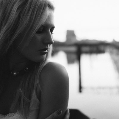Sabrina, Porträt, schwarzweiß, See, Fotoshooing, Ausflug, Frau, blond, Model, Frankreich
