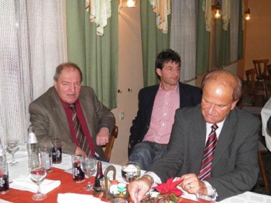 Mitglied des Spielplatzausschusses Karl Dangl, Trainer des LAZ Zwettl Helmut Lamatsch Ehren-HGO Johann Nöbauer