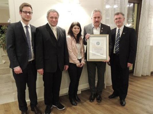 Franz Mostböck mit seiner Ehrung und den Bayrischen Kollegen